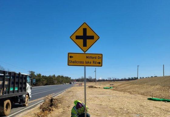 Shallcross Lake Rd Traffic Signs